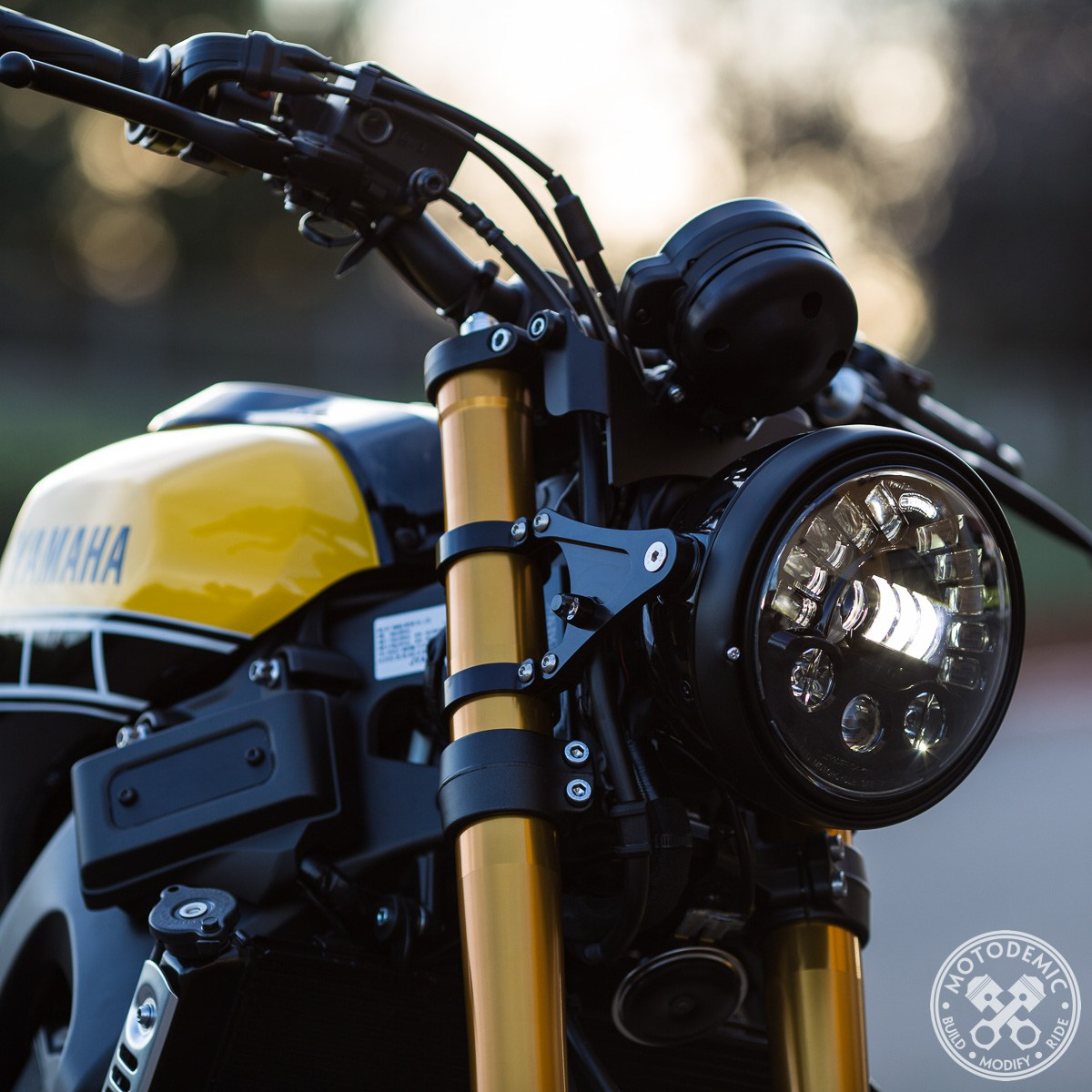 Motodemic 7 Adaptive Led Headlight Upgrade Yamaha Xsr900 A J