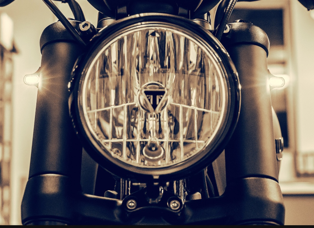 Wunderkind Classic 41MM Fork Tube Covers with LED Turn Signals Triumph Bobber
